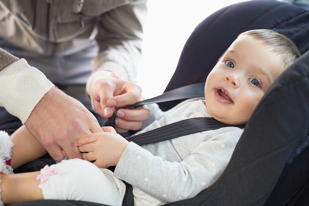 Przewożenie dziecka w foteliku, z prawidłowo zapiętymi pasami jest niezwykle ważne. Akcja