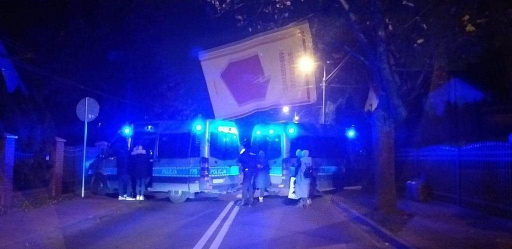 Strajk Kobiet w Pruszkowie w okolicy domu Roberta Bąkiewicza
