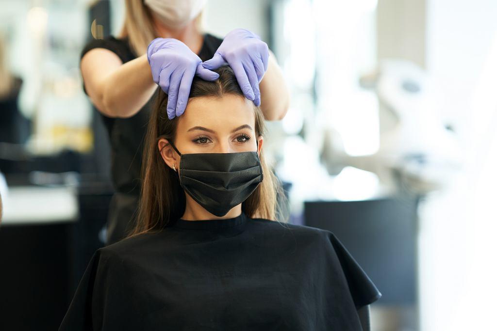 Dobór fryzury do kształtu twarzy. Jaka długość włosów będzie idealna? Banalnie prosty trik (zdjęcie ilustracyjne)