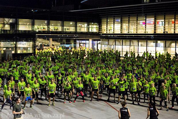 Zdjęcie numer 15 w galerii - SkywayRun 2018. 1000 osób pobiegło w nocy po pasie startowym w Jasionce [ZDJĘCIA]