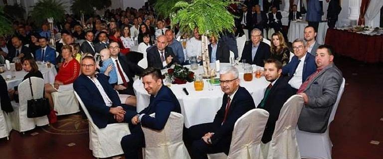 """Poseł PiS o """"kolacji Dworczyka"""": Finansowana z okręgowych składek"""