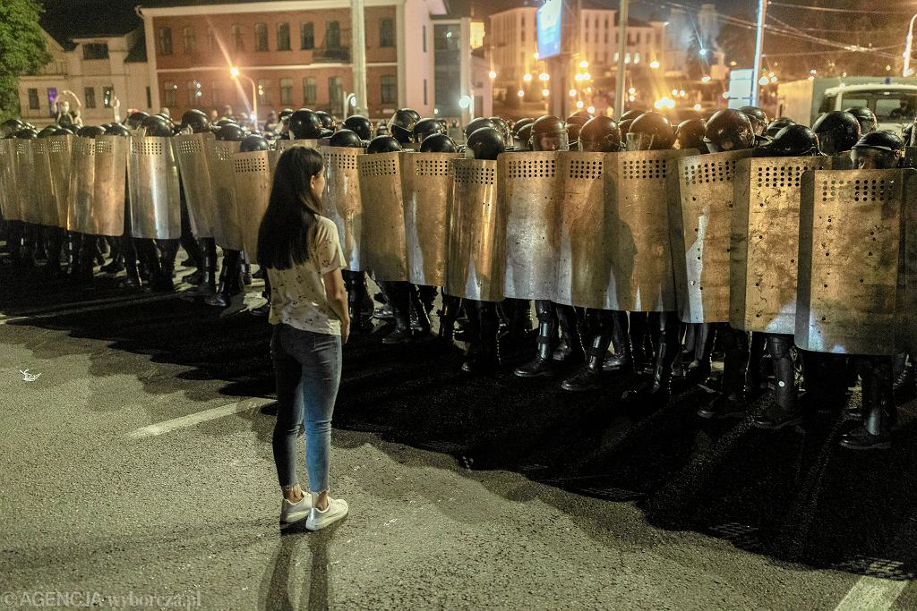 Protesty i starcia ze służbami specjalnymi po ogłoszeniu wyniku wyborów prezydenckich sfałszowanych przez Aleksandra Łukaszenkę. Mińsk, 9 sierpnia 2020 r.