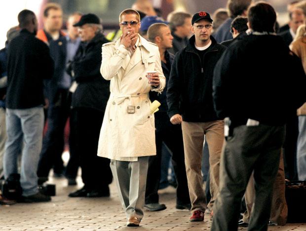 Logo z klasą, moda męska, styl, Burberry: historia angielskiej kratki, Brad Pitt najchętniej pokazuje się w strojach firmy Burberry.