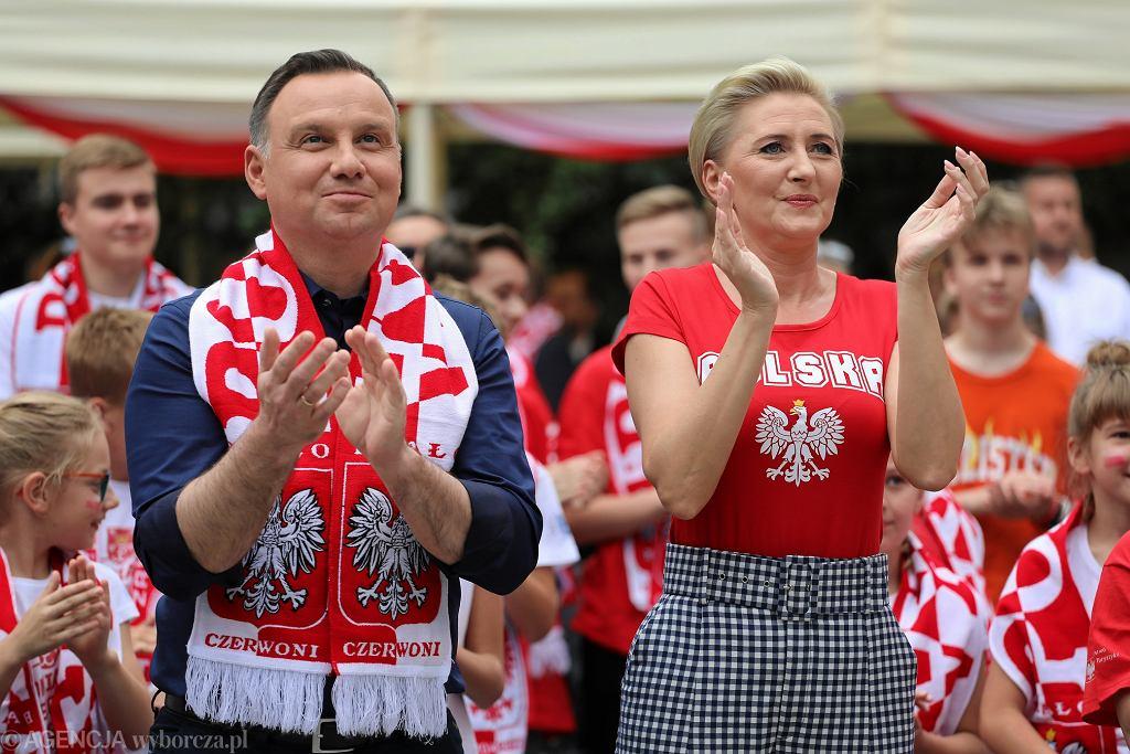 Mundial 2018. W czasie meczu Polska-Senegal w jednej ze stref kibica kibicował Andrzej Duda wraz z Agatą Kornhauser