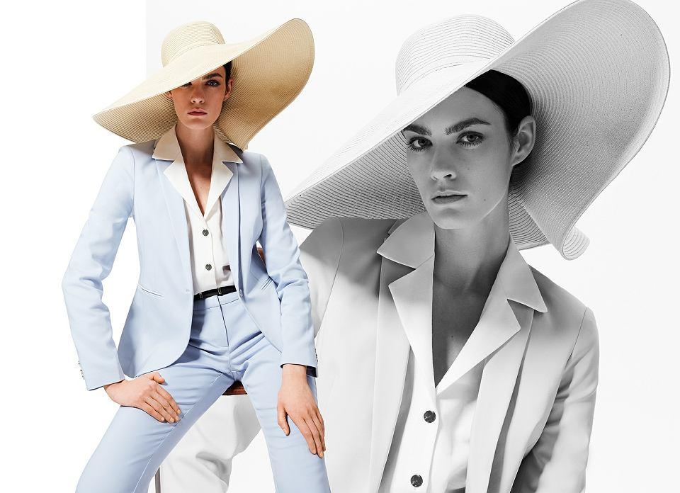 klasyczny garnitur w kolorze błękitu oraz kapelusz w postaci modnego dodatku