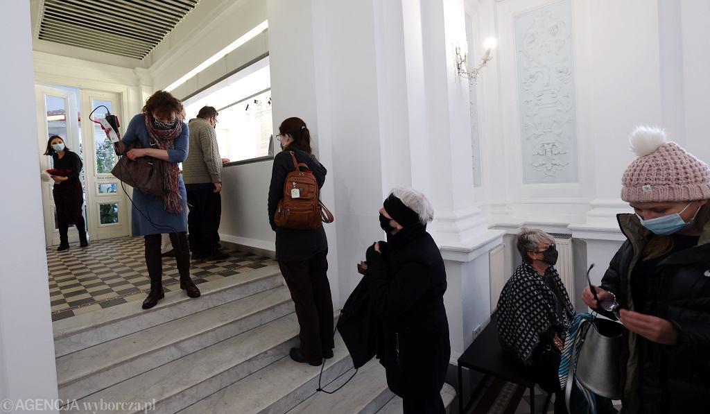 1.02.2021, Warszawa, pierwsi zwiedzający w Galerii Zachęta otwartej po lockdownie.