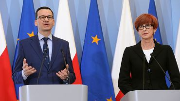 Konferencja premiera Mateusza Morawieckiego, obok minister rodziny, pracy i polityki społecznej Elżbieta Rafalska