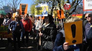 Marsz z Ochotą pod Ministerstwo Edukacji Narodowej