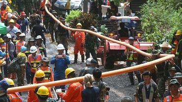 Tajlandia. Wolontariusze przez pomyłkę wpompowali wodę do z powrotem do jaskini z uwięzionymi chłopcami