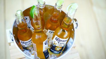 Przez epidemię koronawirusa cierpią producenci piwa Corona. Marka odnotowuje wielomilionowe straty