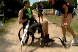 """""""Na wózku można biec przez życie"""". Wheelmageddon, czyli zawody dla prawdziwych twardzieli"""