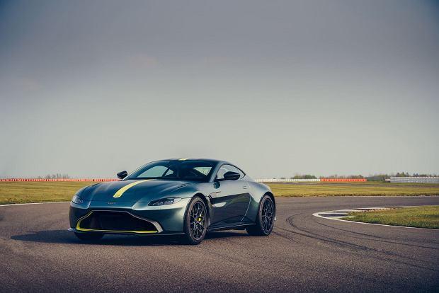 Klasyczne rozwiązania, czyli supersamochód z manualną skrzynią biegów. Nadchodzi Aston Martin Vantage AMR