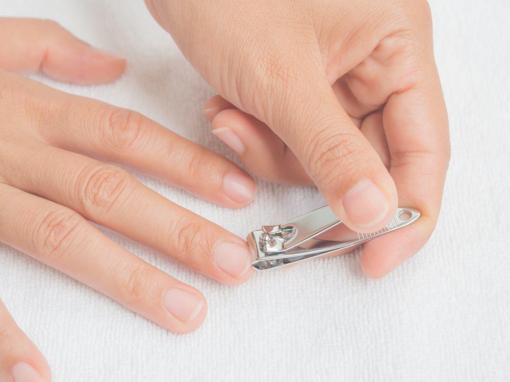 Jak obcinać paznokcie u rąk? Zdjęcie ilustracyjne