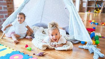 Jak zrobić tipi w domu? Poznaj nasze sposoby. Podpowiadamy też, jak zrobić namiot w domu.