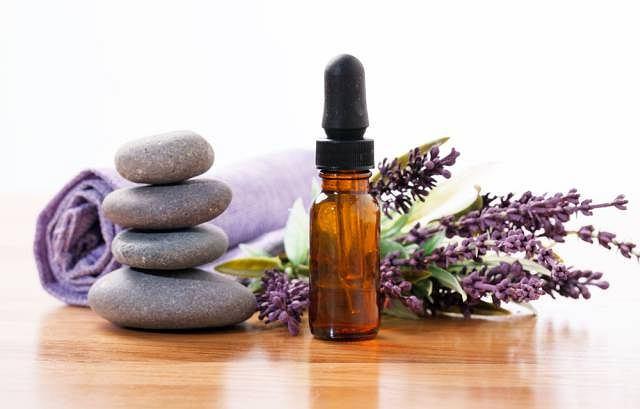 Do masażu aromaterapeutycznego wykorzystuje jeden lub mieszankę olejków eterycznych