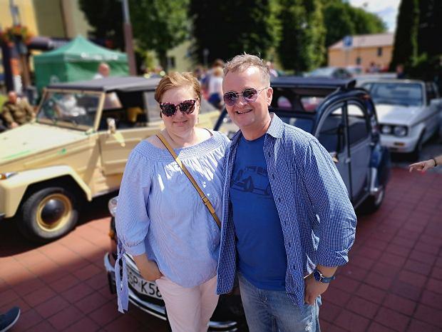 Anna i Marek Gutowie. Mieszkają w Sopocie. Ona jest miejską rzeczniczką praw konsumentów, on przedsiębiorcą.
