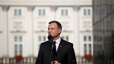 Andrzej Duda podczas przemówienia przed Pałacem Prezydenckim