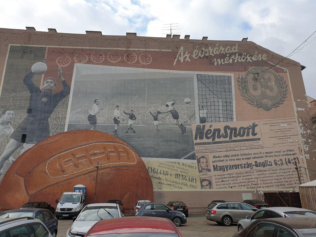 Olbrzymi mural upamiętniający zwycięstwo Węgrów nad Anglią 6:3