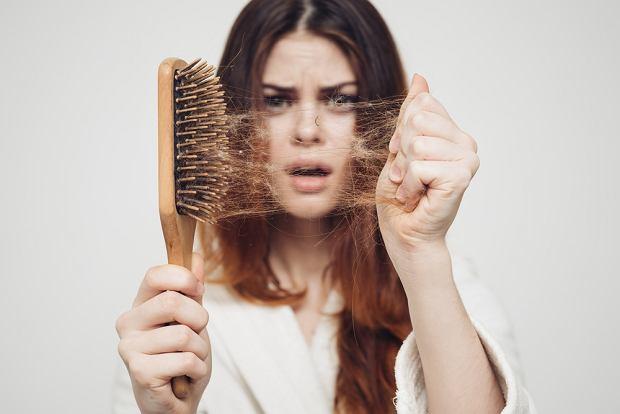 czym wzmocnić włosy po narkozie