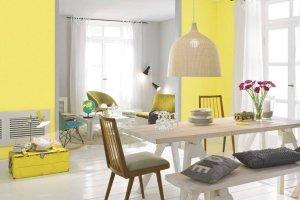 Szary z żółtym we wnętrzach - modne i nowoczesne połączenie