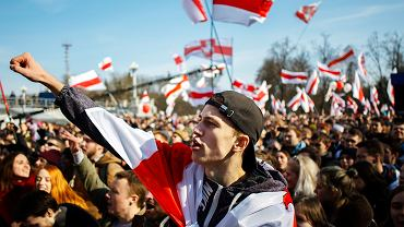 Białoruś dryfuje ku cywilizacji, która jest jej historycznie bliższa. Na tej drodze czekają ją różne niespodzianki