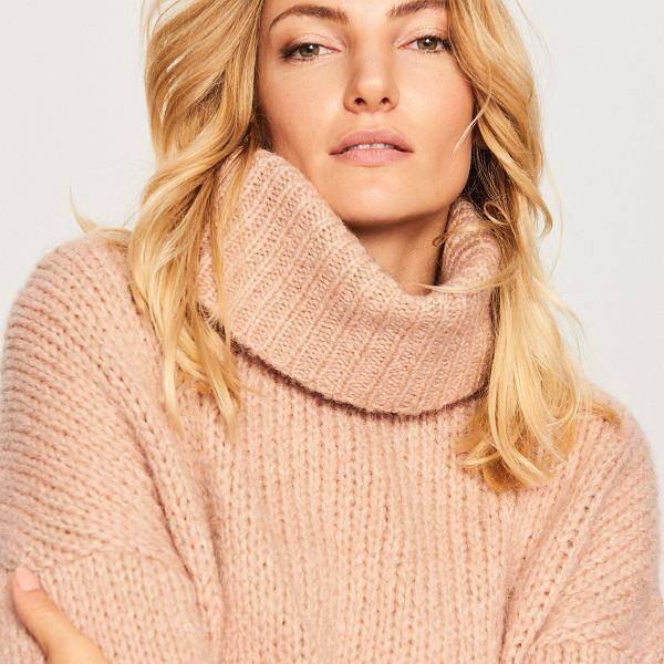 sweter z dużym golfem