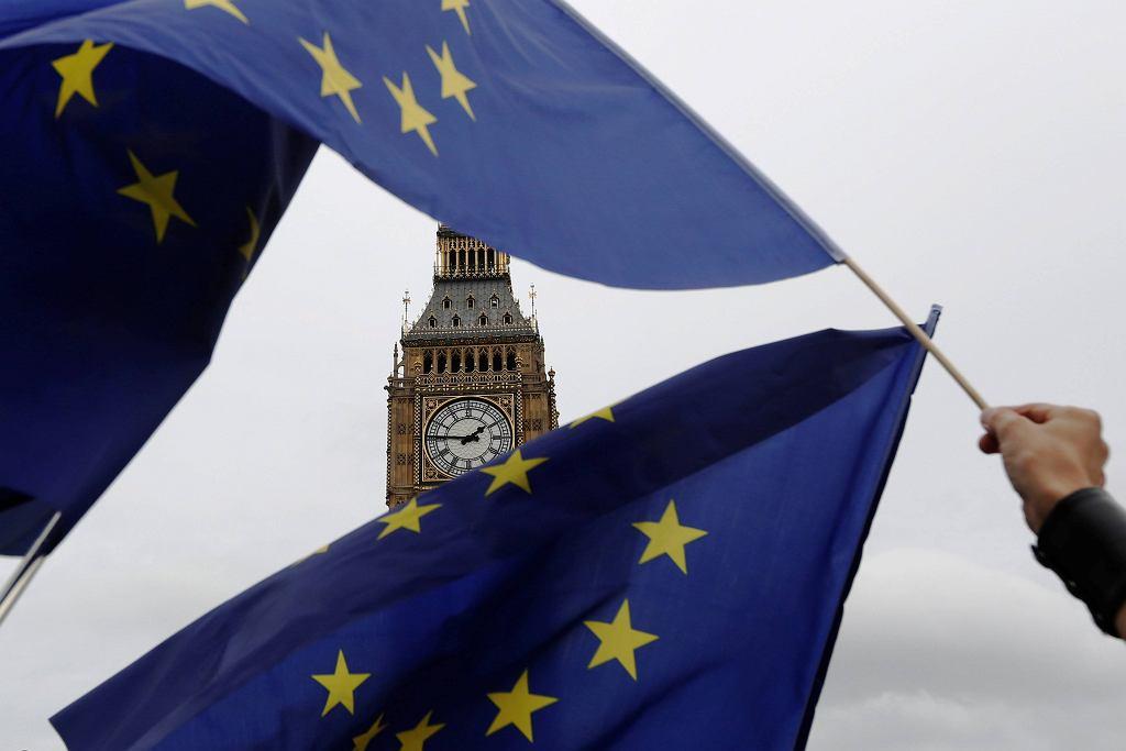 Wysoki sąd w Londynie orzekł w czwartek, że o uruchomieniu art. 50 traktatu o UE, który formalnie rozpocznie Brexit, powinien zadecydować parlament. N/z Londyn, proeuropejska demonstracja