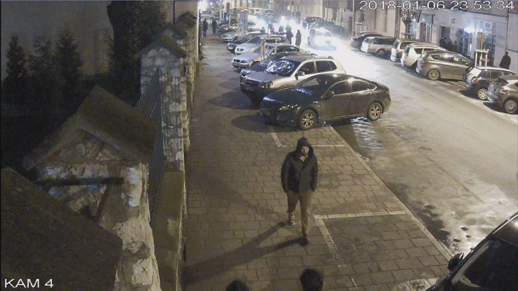 Zdjęcie z monitoringu, na którym widać zaginionego Piotra Kijankę.