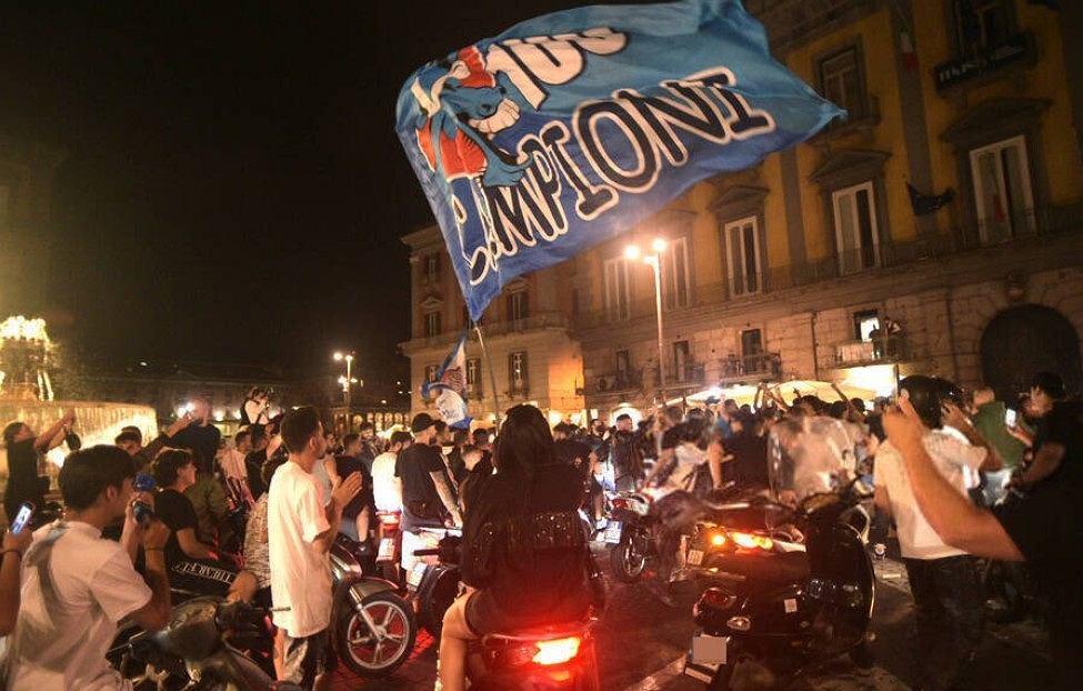 Euforia na ulicach Neapolu. Kibice zapomnieli o koronawirusie