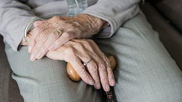 Wiele osób starszych żyje samotnie (fot: Pixabay)