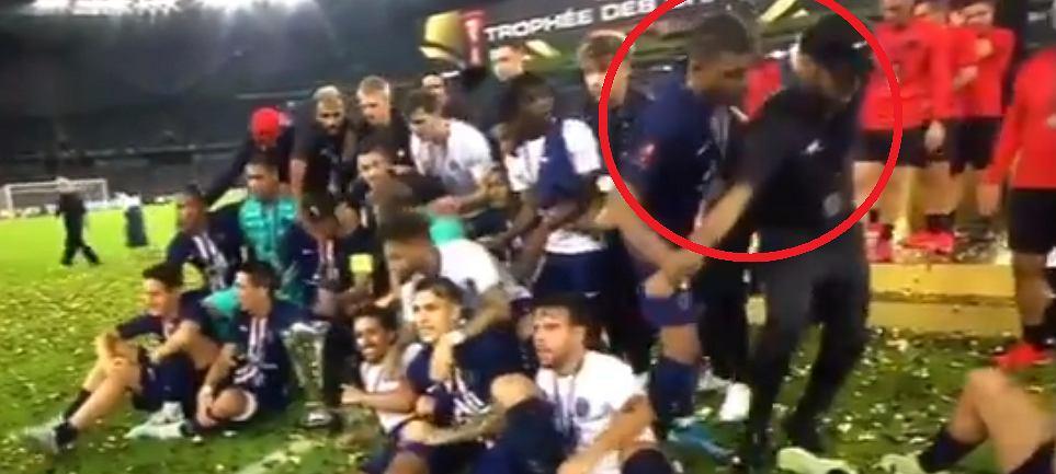Kylian Mbappe wypchnął Neymara z kadru