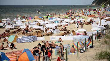 Bon turystyczny ma ruszyć od sierpnia 2020 r. Wczasowicze w Międzyzdrojach, zdjęcie z 20 lipca 2020 r.
