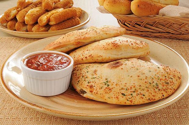Calzone, czyli pizza w nowej odsłonie (przepisy)