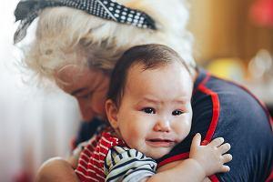 Jak przekonać dziadków, by przestrzegali naszych zasad wychowawczych? Psycholog wymienia kilka cennych porad