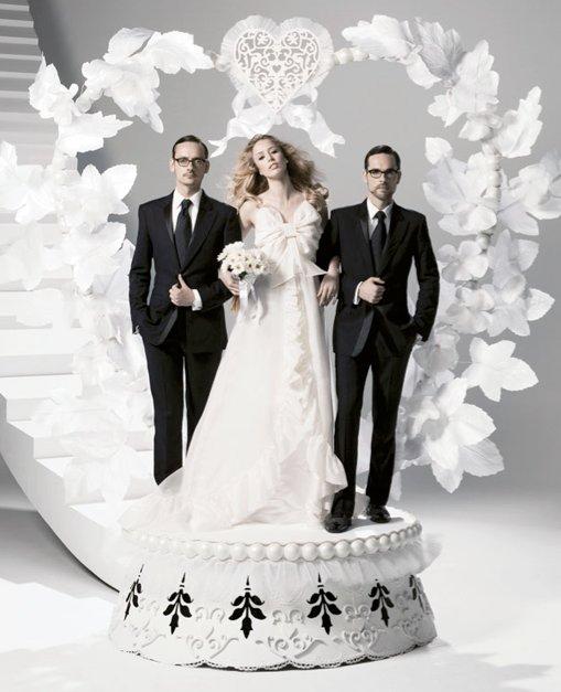 Suknia ślubna z kolekcji Victor & Rolf dla H&M - kampania z udziałem Raquel Zimmermann i projektantów