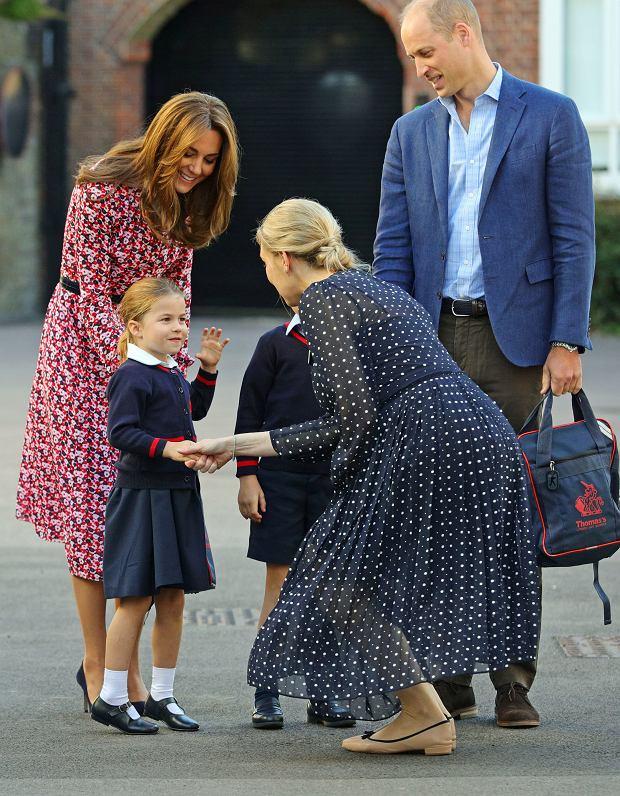 W szkole księżniczki Charlotte obowiązują niecodzienne zasady. Nie zachęca się do nawiązywania przyjaźni tylko z jedną osobą