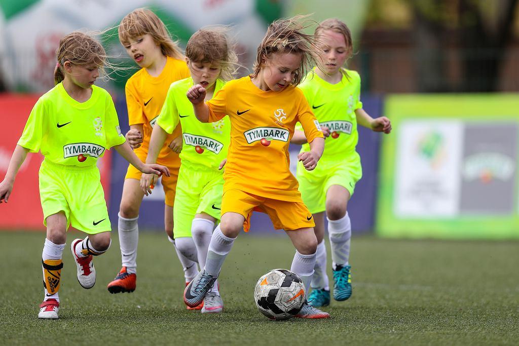 Coraz więcej dziewczynek gra w piłkę nożną. Tymbark wspiera je w tej przygodzie