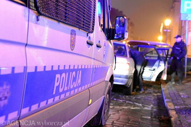 """Już ponad tysiąc zachodniopomorskich policjantów zachorowało na """"psią grypę"""". Epidemia się rozszerza"""