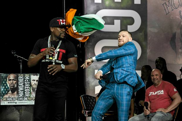 """Conor McGregor skandował - """"Pier...ć Mayweathera"""". Gorąco przed walką"""