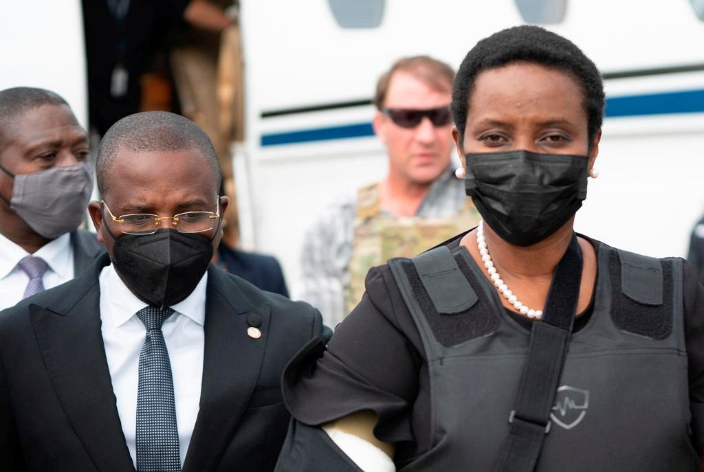 Haiti. Żona prezydenta Jovenela Moise powraca do kraju. W kamizelce kuloodpornej