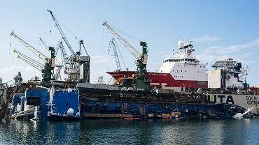 Stocznia Nauta. W kwietniu doszło do wypadku, który mocno nadszarpnął wizerunek zakładu. Do wody wraz z dokiem wpadł chemikaliowiec 'Hordafor V' remontowany dla norweskiego armatora.'. Gdynia, 27 kwietnia 2017