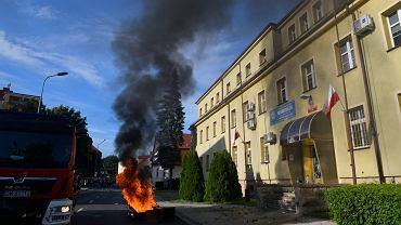 Protest pod Komendą Powiatową w Lubinie po śmierci Bartka podczas policyjnej interwencji