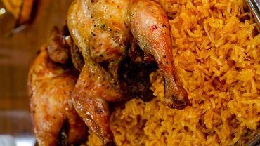 kurczak na ryżu zapiekany, zdjęcie ilustracyjne