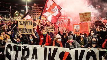 Ochronić prawa kobiet, zakończyć rządy PiS - po to Polacy popierają Strajk Kobiet