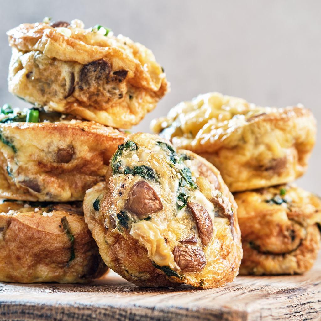 Muffinki z grzybami, szpinakiem i serem