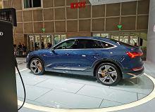 """Kolejny elektryczny SUV od Audi - e-tron Sportback jest """"klonem"""" swojego brata"""