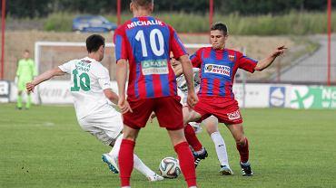 Piłkarze Polonii Bytom (na zdjęciu Damian Michalik z numerem 10 i Bartłomiej Setlak) byli blisko wywiezienia punktu z boiska lidera drugiej ligi