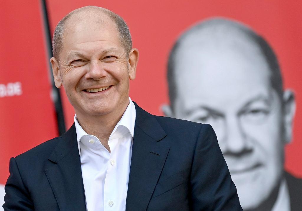 Niemiecki minister finansów i kandydat Partii Socjaldemokratycznej na kanclerza Olaf Scholz bierze udział w kampanii wyborczej w Teltow, 14 września 2021 r.
