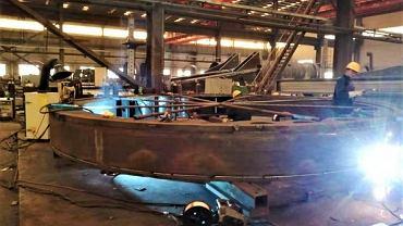 Budowa maszyny TBM (Tunnel Boring Machine), która wywierci tunel pod Świną