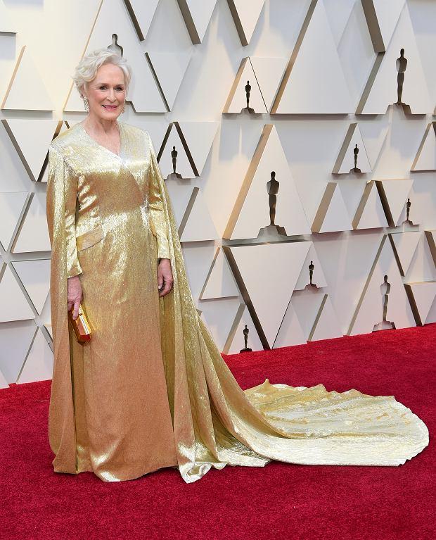 Glenn Close w złotej sukni z domu mody Carolina Herrera